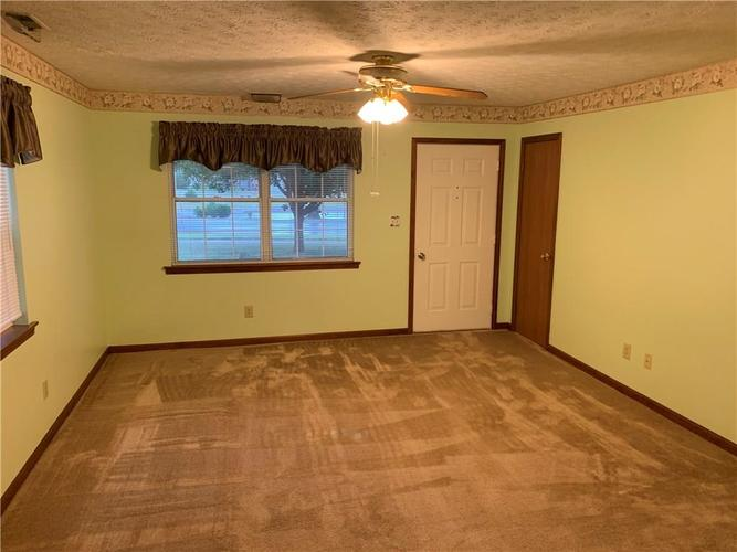 466 INA Circle #466 Franklin, IN 46131 | MLS 21659196 | photo 3