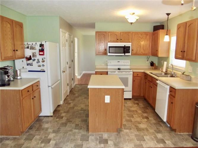 1220 Constitution Drive Indianapolis, IN 46234 | MLS 21659218 | photo 10