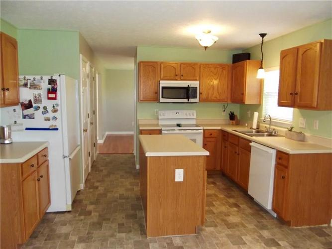 1220 Constitution Drive Indianapolis, IN 46234 | MLS 21659218 | photo 13