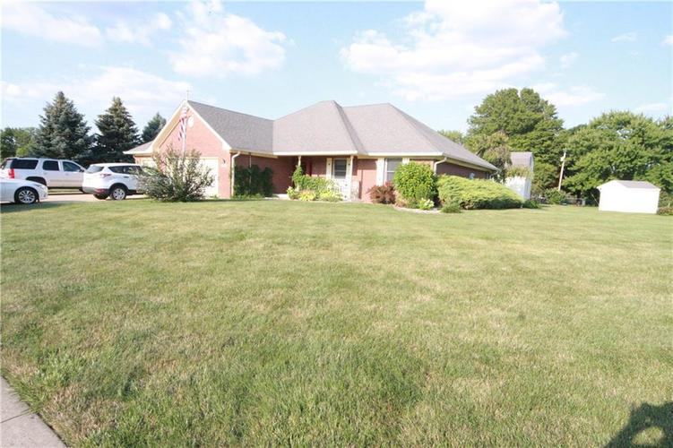 3973 Country Lane Brownsburg, IN 46112 | MLS 21659505 | photo 2