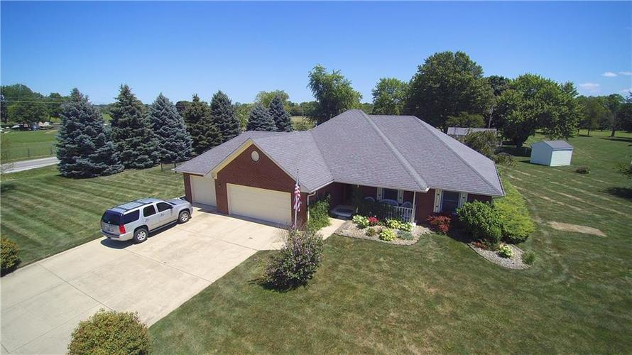 3973 Country Lane Brownsburg, IN 46112 | MLS 21659505 | photo 3