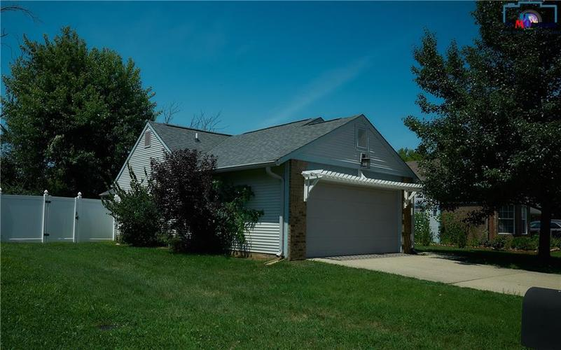 8884 Summer Walk Drive W Indianapolis, IN 46227 | MLS 21659546 | photo 12