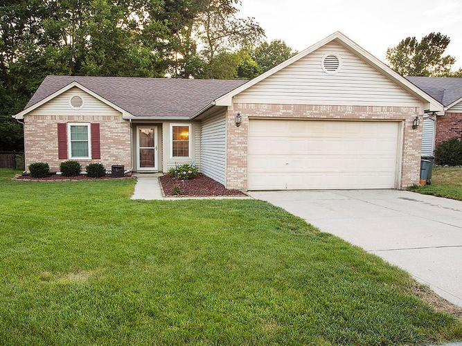 864 Preakness Drive Greenwood, IN 46143 | MLS 21659605 | photo 1