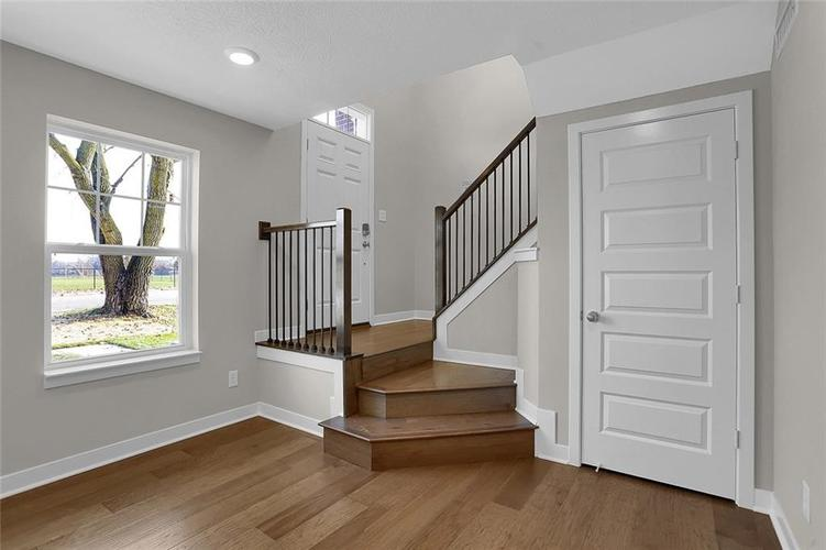 1541 Omar Drive Indianapolis, IN 46202 | MLS 21659736 | photo 2