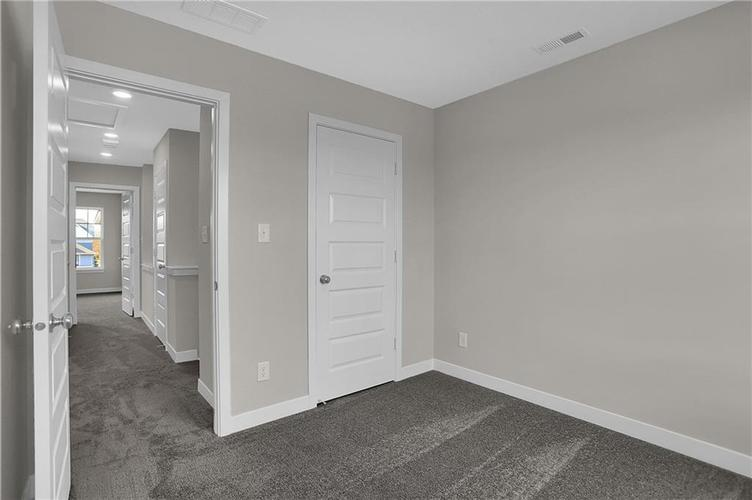1541 Omar Drive Indianapolis, IN 46202 | MLS 21659736 | photo 24