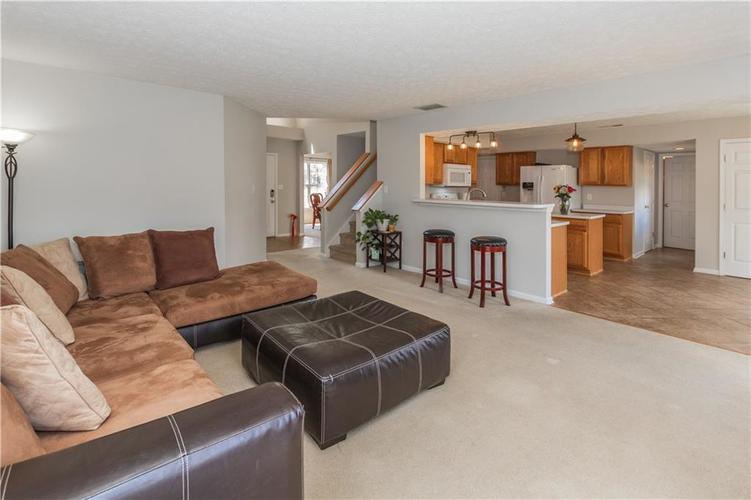 6287 Canterbury Drive Zionsville, IN 46077 | MLS 21659792 | photo 6