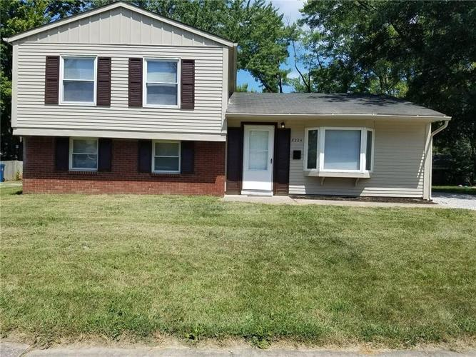 8224 E Barry Road Indianapolis, IN 46236 | MLS 21659819 | photo 1