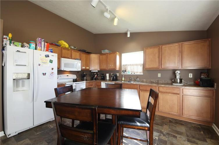 7705 Gold Rush Drive Camby, IN 46113 | MLS 21659850 | photo 4