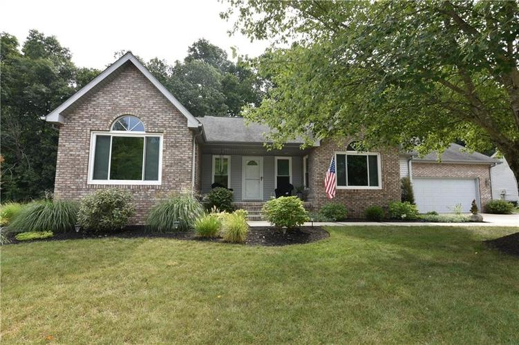 211 Oakbrook Drive Columbus, IN 47201 | MLS 21660015 | photo 1