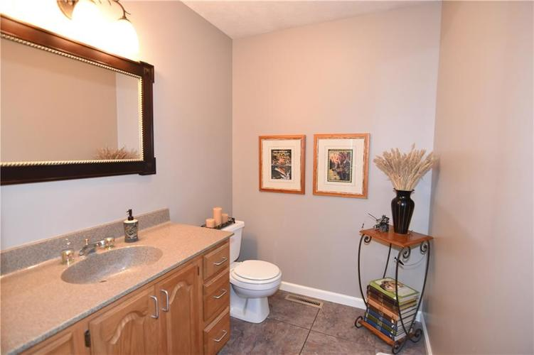 211 Oakbrook Drive Columbus, IN 47201 | MLS 21660015 | photo 15