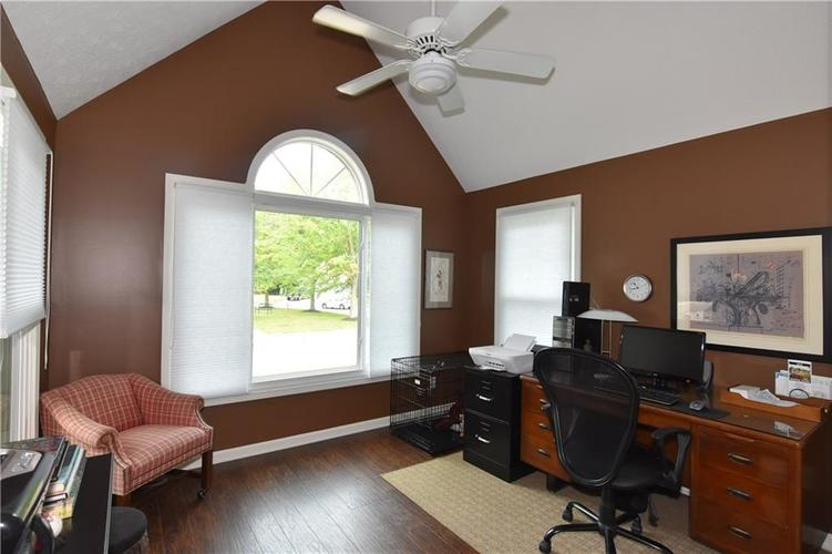 211 Oakbrook Drive Columbus, IN 47201 | MLS 21660015 | photo 20