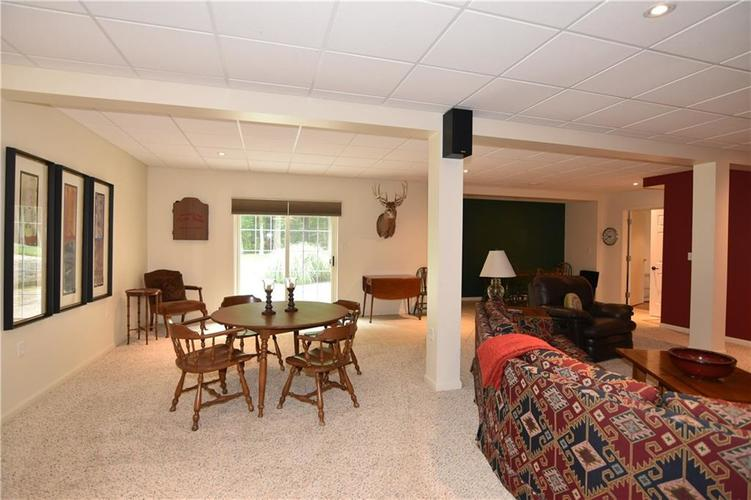 211 Oakbrook Drive Columbus, IN 47201 | MLS 21660015 | photo 29