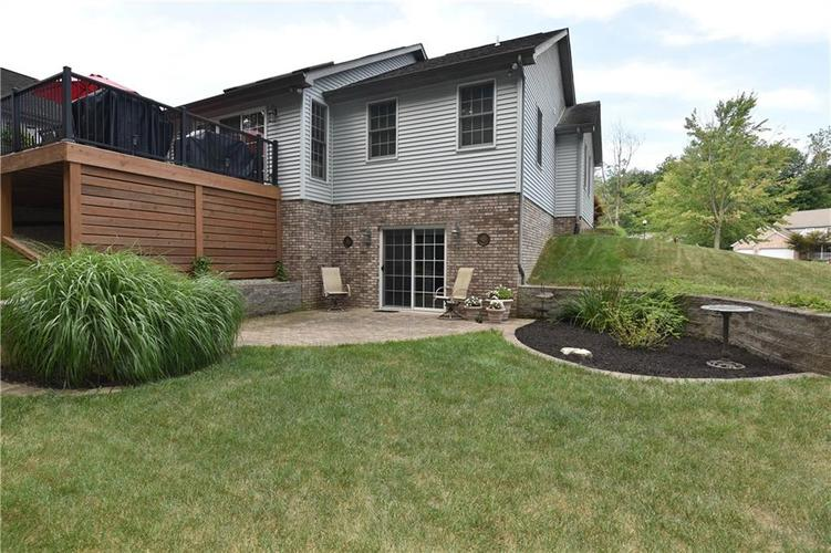 211 Oakbrook Drive Columbus, IN 47201 | MLS 21660015 | photo 41