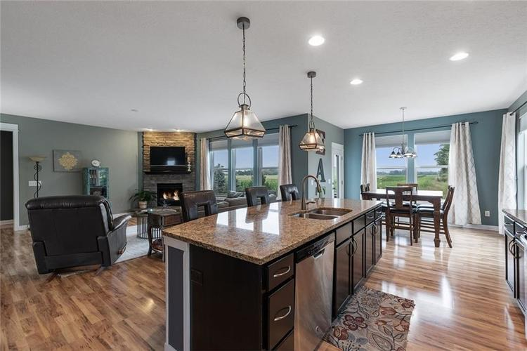 6165 EAGLE LAKE Drive Zionsville, IN 46077 | MLS 21660027 | photo 11
