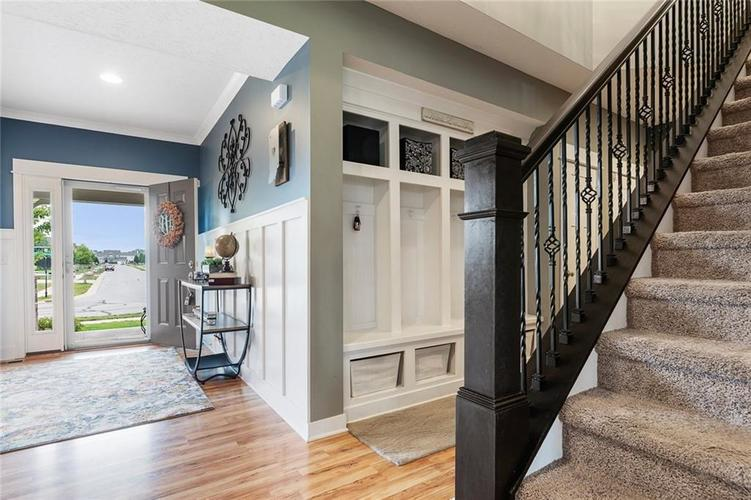 6165 EAGLE LAKE Drive Zionsville, IN 46077 | MLS 21660027 | photo 3