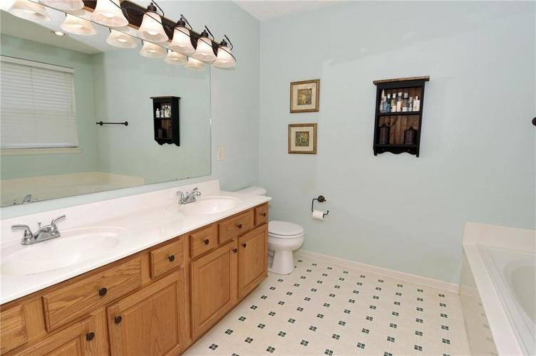 1922 Bridgewater Drive Avon, IN 46123 | MLS 21660091 | photo 21