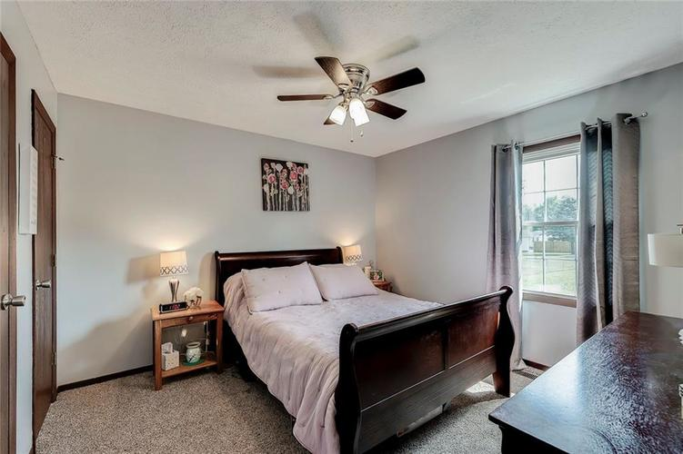 6321 Old Mill Drive Indianapolis, IN 46221 | MLS 21660190 | photo 10