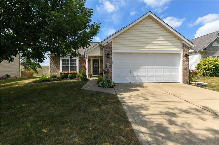 12353 Carriage Stone Drive Fishers, IN 46037 | MLS 21660266 | photo 2