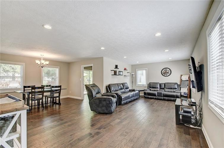 5440 Buttonwood Drive Noblesville, IN 46062 | MLS 21660363 | photo 2