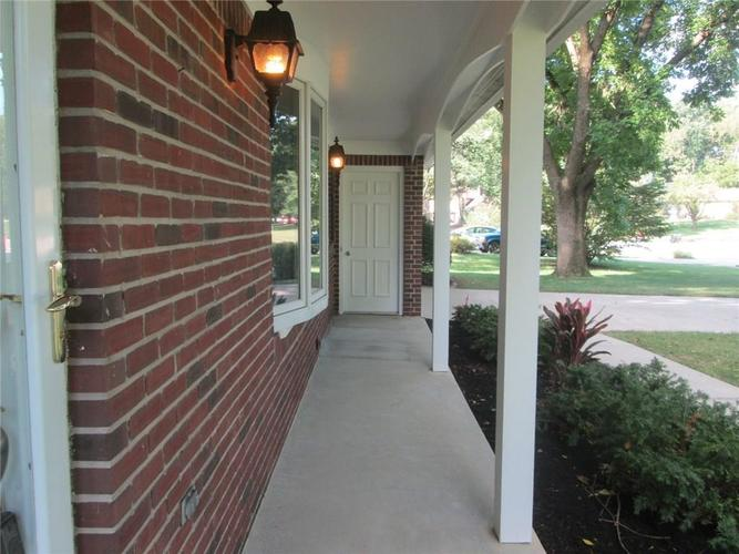 669 E Village Drive Carmel, IN 46032 | MLS 21660640 | photo 4