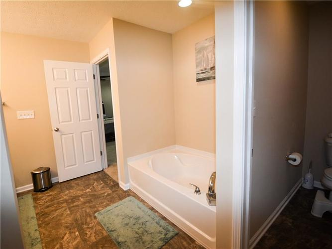 2596 Sungold Trail Greenwood, IN 46143 | MLS 21660724 | photo 15