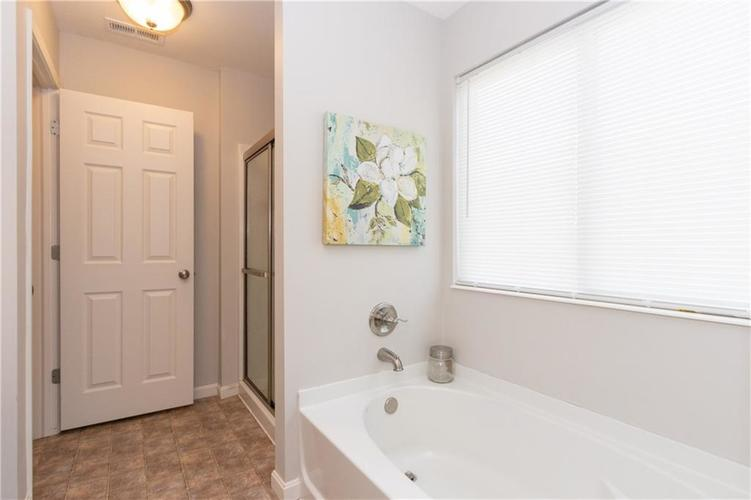 5564 W Woodhaven Drive McCordsville, IN 46055 | MLS 21660804 | photo 14