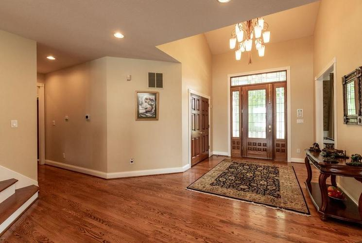 8211 Lake Springs Court Indianapolis, IN 46236 | MLS 21660855 | photo 4