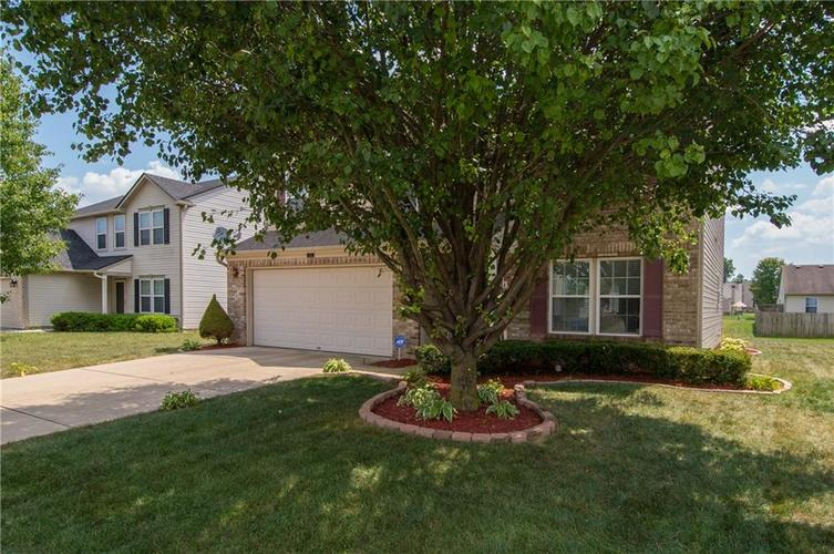 3155 Cluster Pine Drive Indianapolis, IN 46235 | MLS 21660879 | photo 3