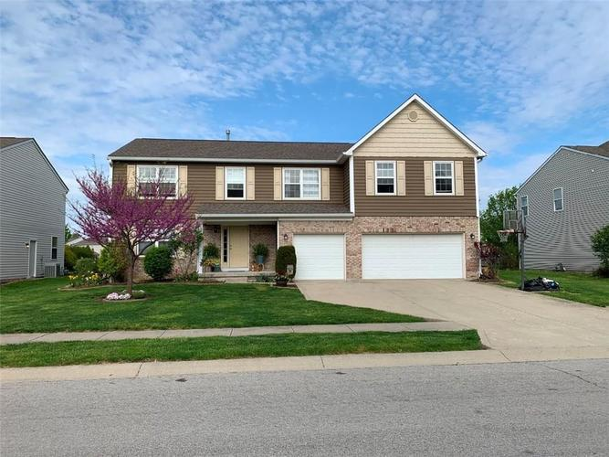 6532 Yorkshire Circle Zionsville, IN 46077 | MLS 21660928 | photo 1