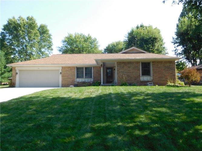 135  Hickory Court Greenwood, IN 46142 | MLS 21661074