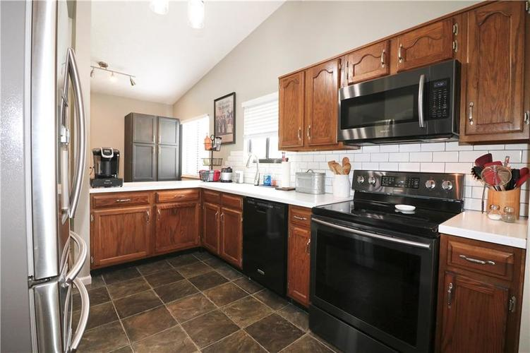 7505 BLUE CREEK S Drive Indianapolis, IN 46256 | MLS 21661217 | photo 16