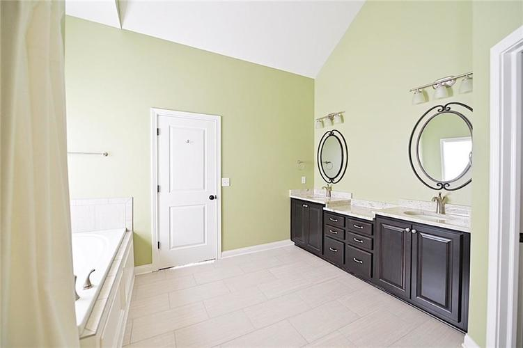 9977 Backstretch Row Fishers, IN 46040 | MLS 21661256 | photo 19