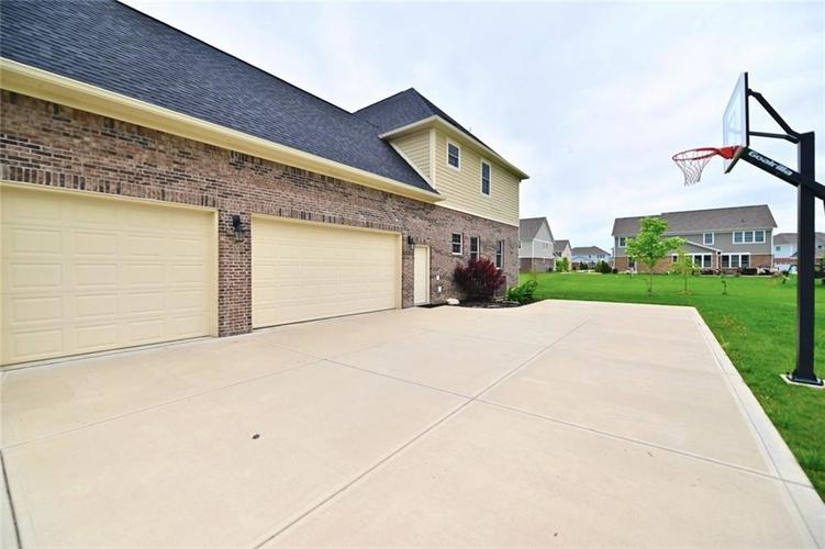 9977 Backstretch Row Fishers, IN 46040 | MLS 21661256 | photo 44