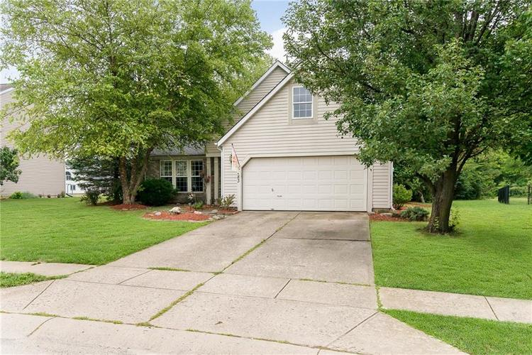 6283 Saddletree Drive Zionsville, IN 46077 | MLS 21661259 | photo 2