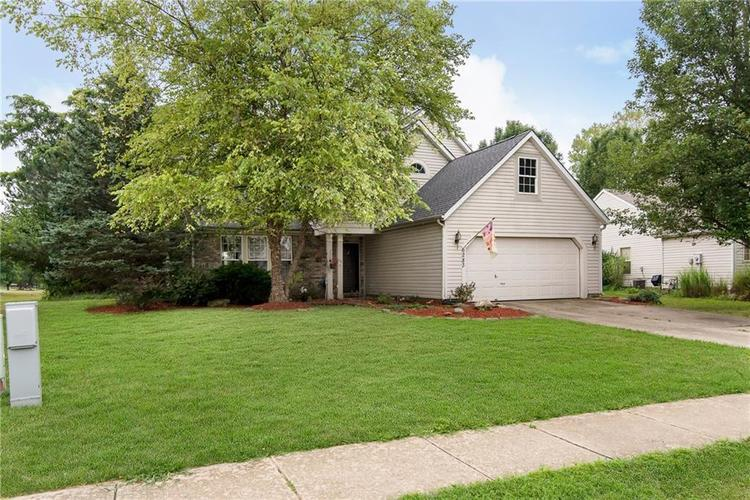 6283 Saddletree Drive Zionsville, IN 46077 | MLS 21661259 | photo 3