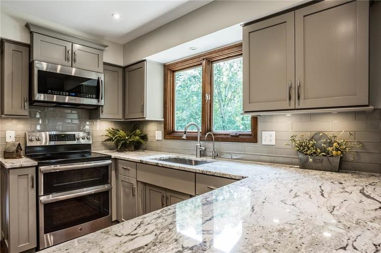 519 CANTERBURY Court Noblesville, IN 46060 | MLS 21661401 | photo 13