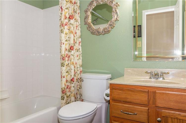 784 Runnymede Drive Greenfield, IN 46140   MLS 21661449   photo 6