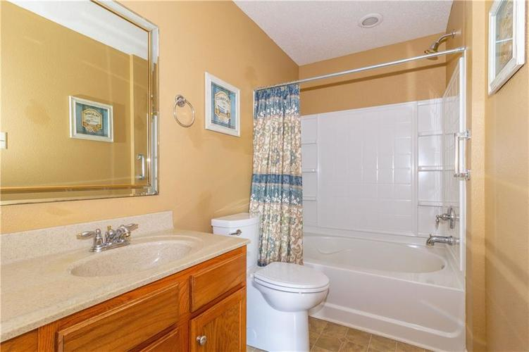 784 Runnymede Drive Greenfield, IN 46140   MLS 21661449   photo 9