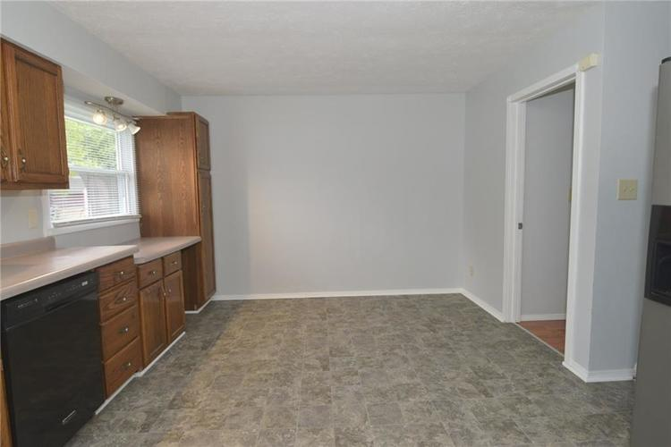 9052 Greenlee Circle Indianapolis, IN 46234 | MLS 21661459 | photo 12
