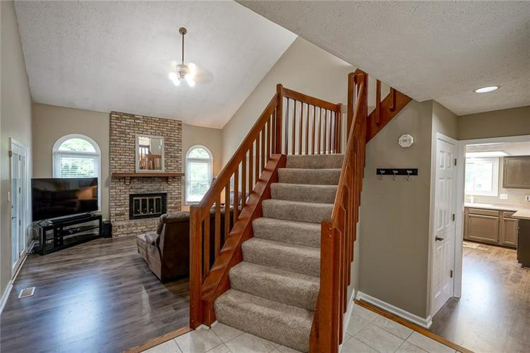 9842 Beam Ridge Drive Indianapolis, IN 46256 | MLS 21661591 | photo 4