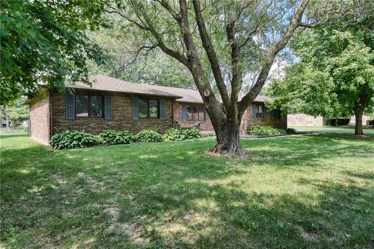 1296  James Drive Avon, IN 46123 | MLS 21661739