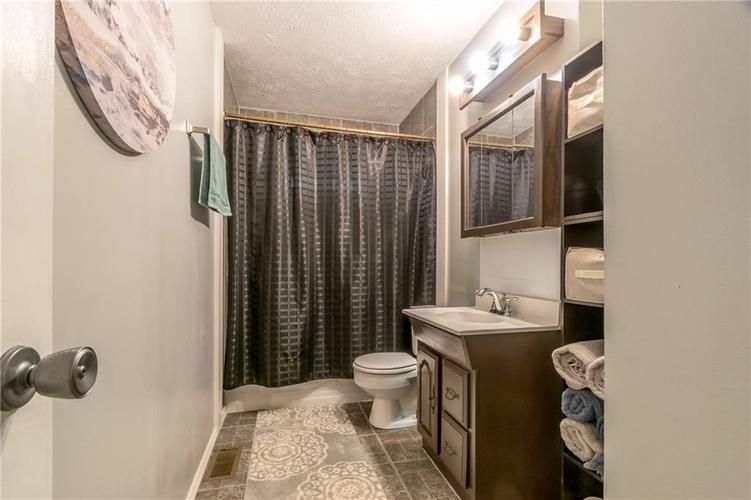 4732 Norcroft Drive Indianapolis, IN 46221 | MLS 21661760 | photo 13