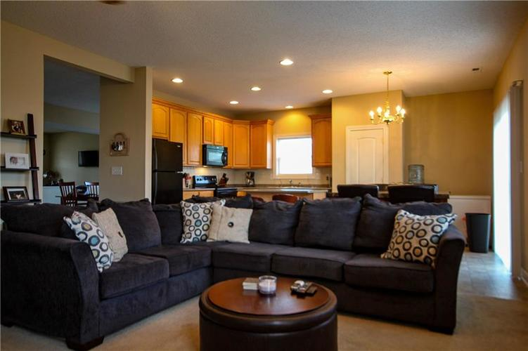 5815 Cabot Drive Indianapolis, IN 46221 | MLS 21661814 | photo 10