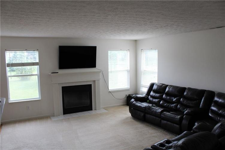 6267 LANCASTER Place Zionsville, IN 46077 | MLS 21661844 | photo 21