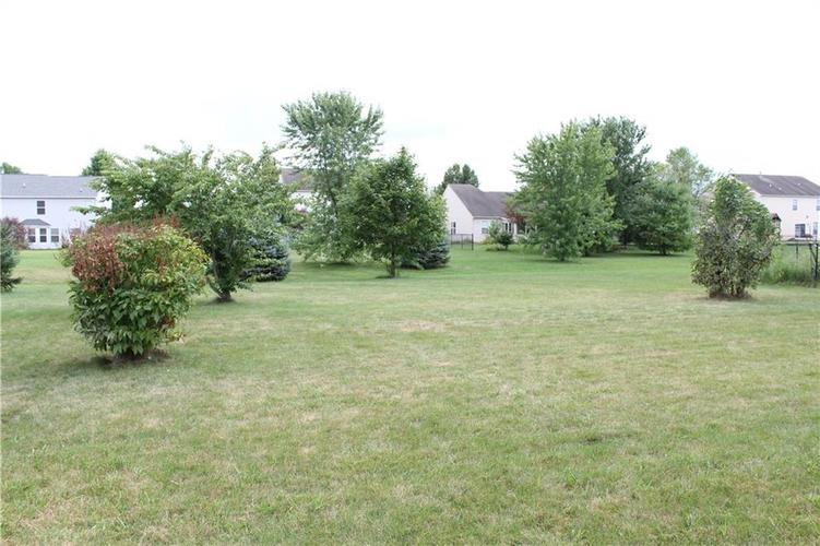 6267 LANCASTER Place Zionsville, IN 46077 | MLS 21661844 | photo 30