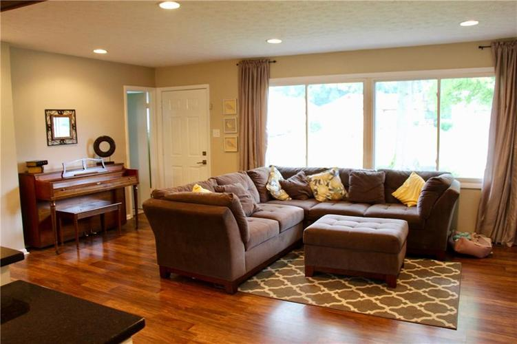 9212 Warwick Road Indianapolis, IN 46240 | MLS 21661952 | photo 15