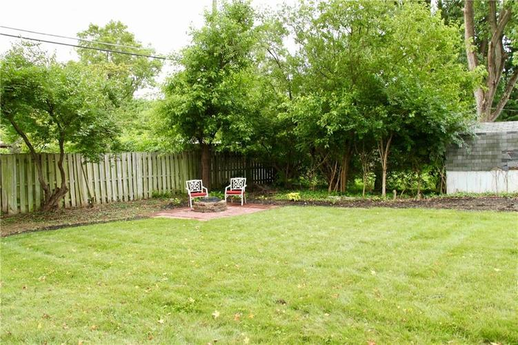 9212 Warwick Road Indianapolis, IN 46240 | MLS 21661952 | photo 6