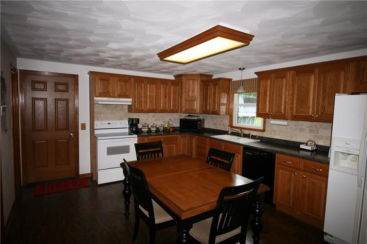 807 Canal Street Anderson, IN 46012 | MLS 21662065 | photo 18
