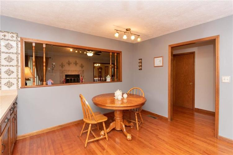 7423 Fairway Circle East Drive #E Indianapolis, IN 46236 | MLS 21662075 | photo 4