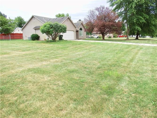 3983 Cranberry Drive Greenfield, IN 46140   MLS 21662599   photo 3